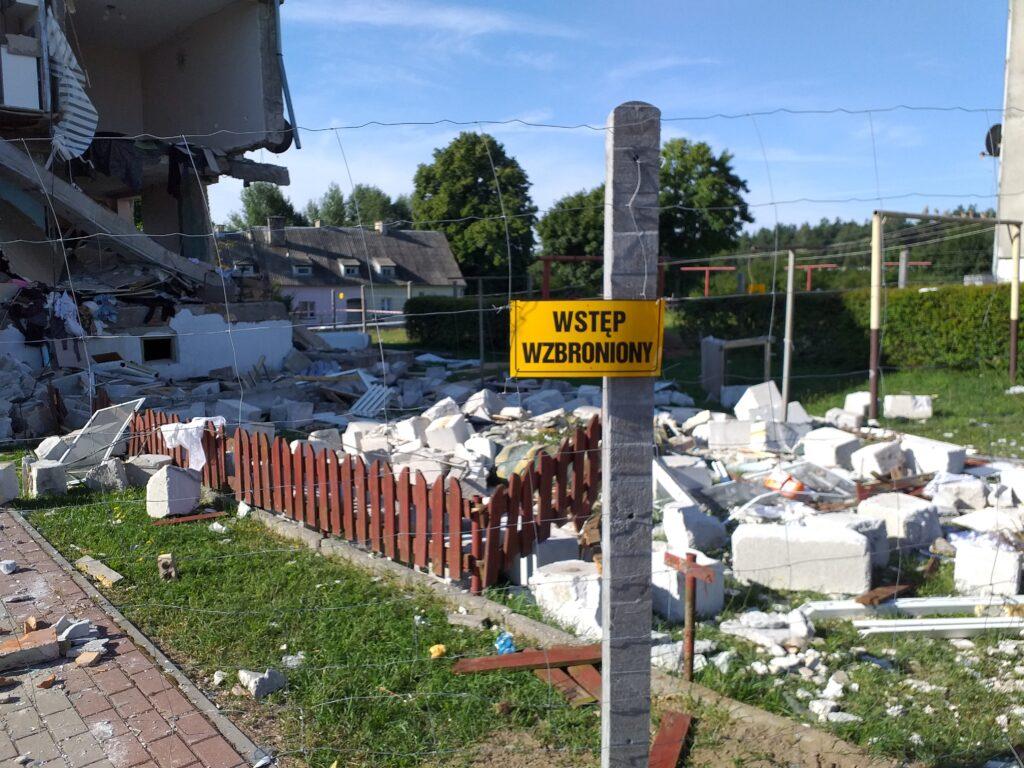 Zdjęcia przedstawiają katastrofę budowlaną spowodowaną wybuchem gazu