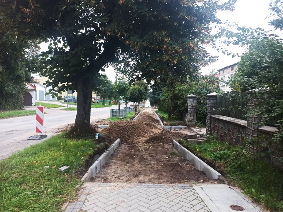 Rozkopany chodnik na ul. Żeromskiego.