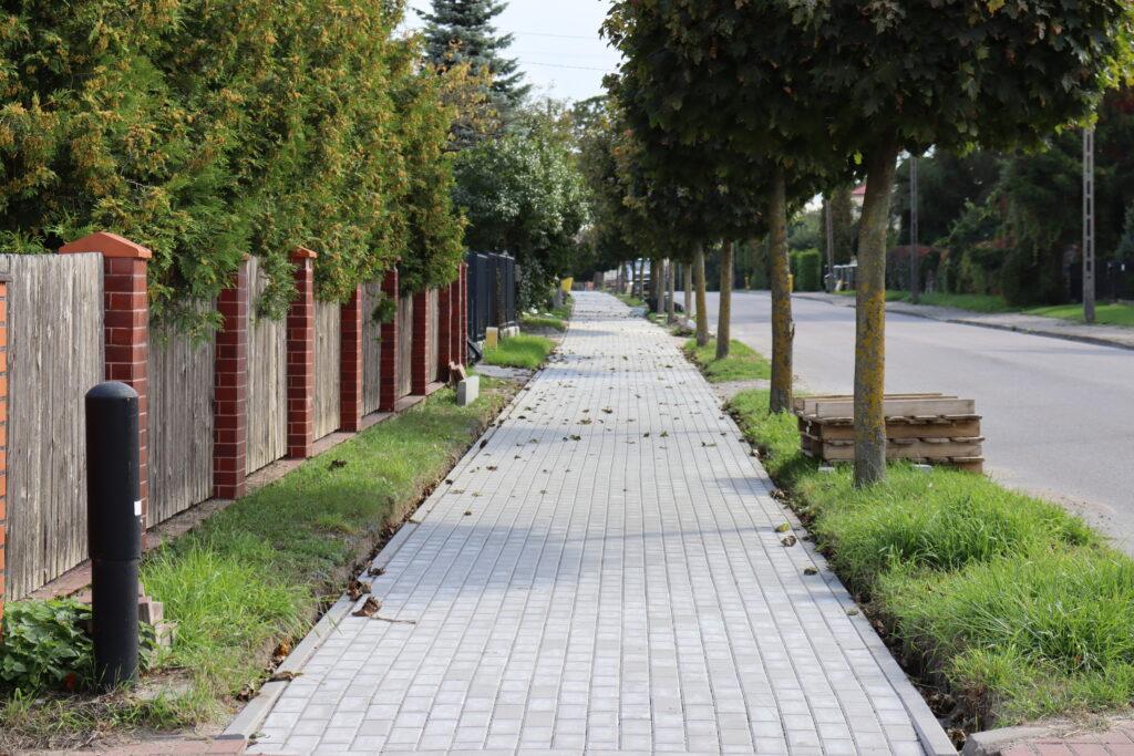 Wyremontowany chodnik na ul. Żeromskiego w Gołdapi.