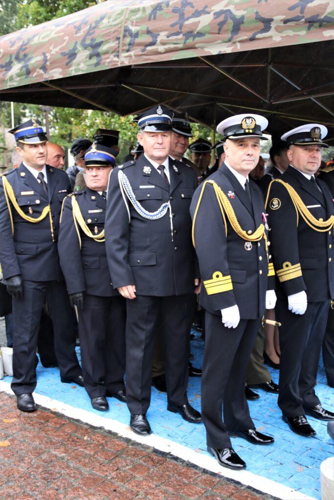 Goście zaproszeni na uroczyste obchody, wśród nich wicestarosta gołdapski.
