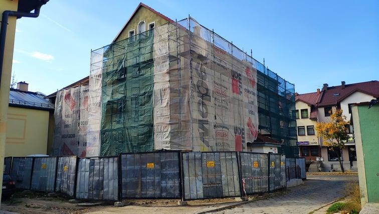Budynek Powiatowej Stacji Sanitarno- Epidemiologicznej oraz Poradni Psychologiczno – Pedagogicznej w Gołdapi w trakcie remontu.